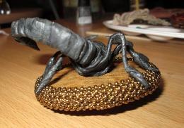"""Брошь """"Скорпион"""", вид сзади."""